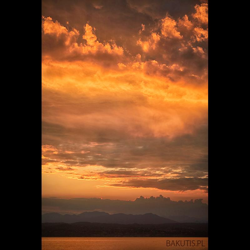 Zachód słońca nad jeziorem Garda